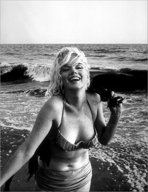 Marilyn Monroe knew how to find a swimsuit for curvy women